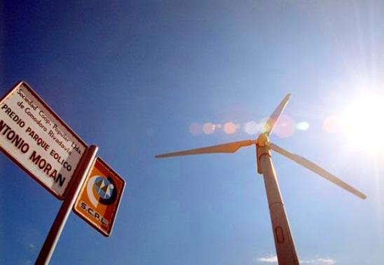 Hace tres años se sancionó otra ley, la 26.190, que insistía con el fomento para el uso de fuentes renovables de electricidad y proponía un objetivo audaz: en sólo diez años, cubrir por esta vía el 8 por ciento del consumo de la energía eléctrica de todo el país.