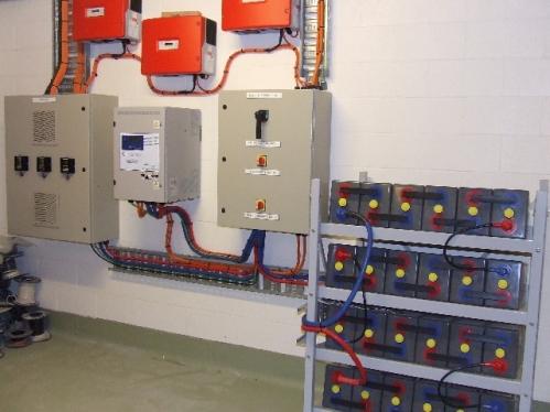 Baterías: Son el almacén de la energía eléctrica generada. En este tipo de aplicaciones normalmente se utilizan baterías estacionarias.