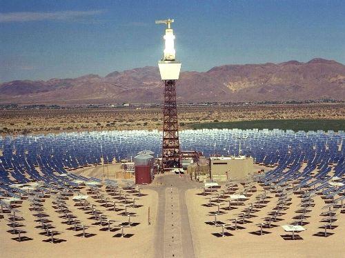 Los sistemas solares térmicos de alta temperatura hacen referencia a grandes instalaciones donde el principal elemento es una torre paraboloide, o un campo de helióstatos que concentran la radiación solar en una torre central, que puede alcanzar temperaturas superiores a los 4000° C.