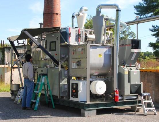 El generador de la biorefinería se debe arrancar y hacer funcionar con combustible diesel durante algunas horas hasta que el gasificador y los biorreactores comienzan a producir el combustible.