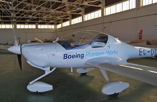 Según los investigadores de Boeing, la tecnología de pila de combustible PEM ofrece la posibilidad de propulsar vehículos aéreos pequeños tripulados y no tripulados.