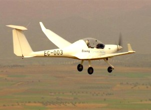 Boeing vuela con éxito un avión propulsado por pila de combustible.