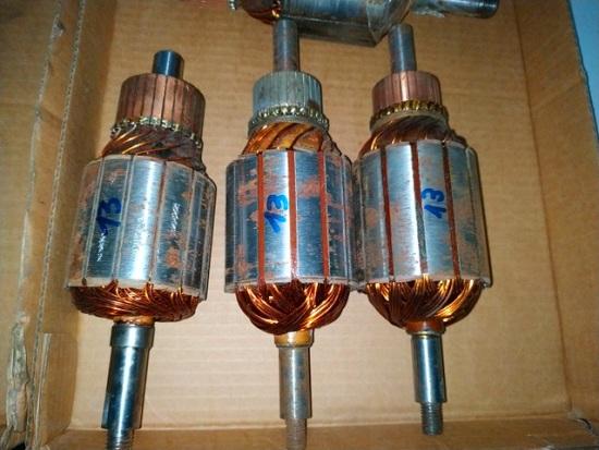 La ventaja de este motor es que el par máximo se puede desplazar y ubicar en el momento del arranque, haciendo una correcta selección de la resistencia externa. Muy utilizado en cargas de alta inercia en el arranque.