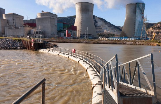 Las nucleares necesitan una fuente de agua para refrigerarse, y como en Japón no hay grandes ríos, todas están en la costa. El 11 de marzo, 14 reactores en cuatro centrales se vieron afectados por el maremoto.