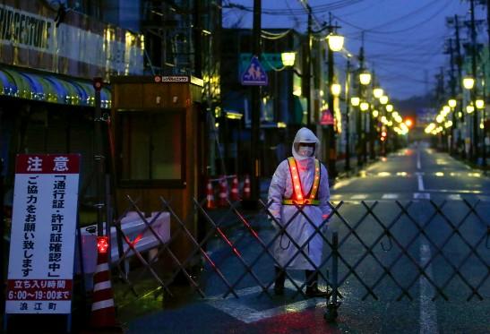 El 11 de marzo, cuando las olas de 15 metros llegaron hasta la planta, los dos principales ejecutivos de Tepco (Tokyo Electric Power), la eléctrica que opera en la central, estaban de viaje fuera de Japón.