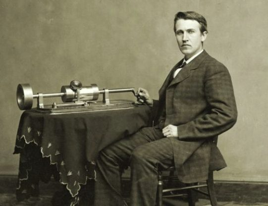 Thomas Alva Edison, el menor de cuatro hermanos, nació el 11 de febrero de 1847, en Milan, una pequeña población de Ohio en la que se había establecido su padre, Samuel Edison, seis años antes.