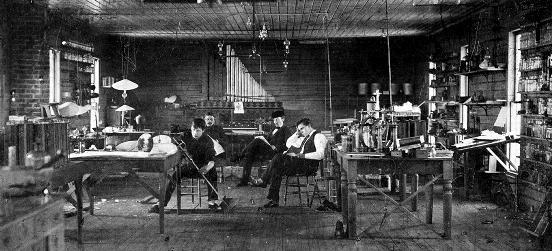 Hubo que esperar a que el ingeniero británico John A. Fleming, un tecnólogo de sólida formación científica, diera el paso en 1897 cuando logró, tras discretas modificaciones, transformar el contador eléctrico de Edison en la válvula de vacío, el primero de una larga serie de dispositivos eléctricos que dieron origen a una nueva era tecnológica.