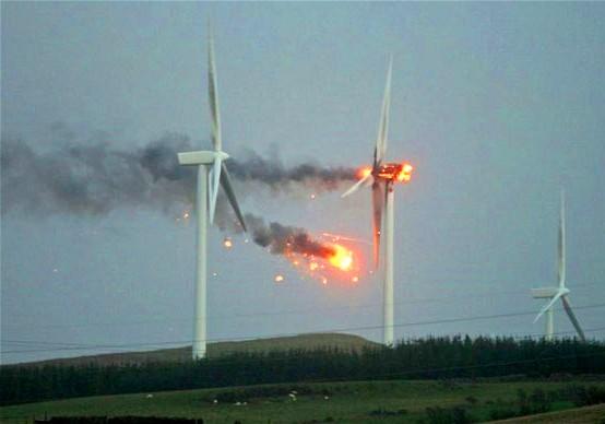 Es necesario suplir las bajadas de tensión eólicas de forma instantánea, aumentando la producción de las centrales térmicas, para evitar apagones.