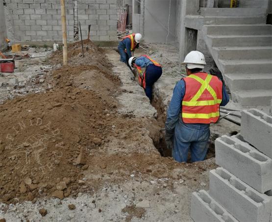 En ciertos casos los trabajadores deben proteger la mayor parte de, o todo, su cuerpo contra los peligros en el lugar de trabajo.
