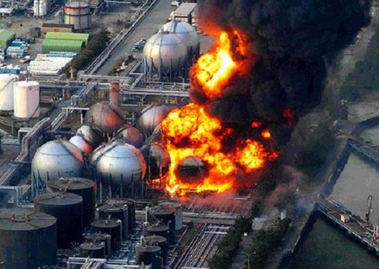 Cuatro días después de su salida de servicio, los operadores de la planta Fukushima I no pueden poner la situación bajo control.