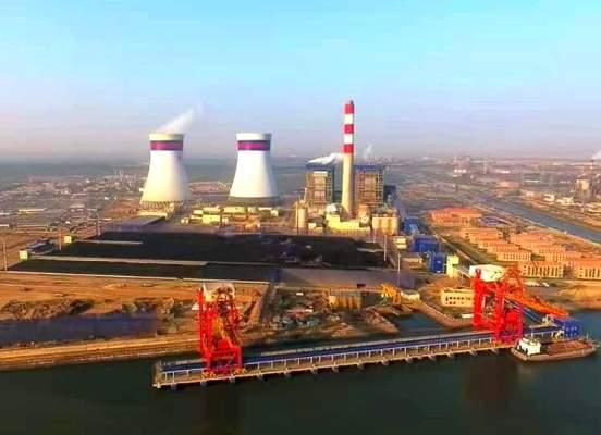 La mayoría de las plantas generadoras de electricidad queman alguno de esos combustibles fósiles para producir calor y vapor de agua en una caldera.
