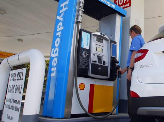 Las universidades, compañías petroleras y fabricantes de automóviles, así como el Departamento de Energía estadounidense, invierten en investigaciones para encontrar maneras de producir hidrógeno.