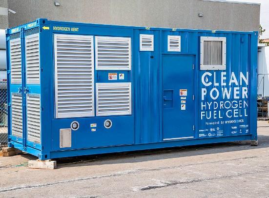 Mientras que el hidrógeno tiene más poder energético que el petróleo, el metanol o el gas natural, lo liviano de su composición dificulta su almacenamiento y transporte.