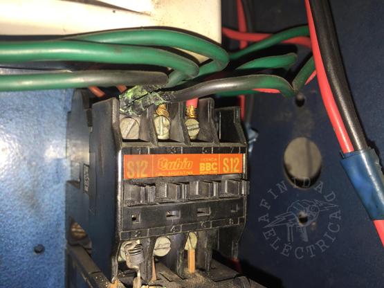 Una disposición del Ente Nacional Regulador de Electricidad (ENRE) de 1996, obliga a todos los inmuebles construidos desde ese año a contar con instalaciones seguras, es decir, deben tener conexión a tierra, tomas de tres patas, llaves térmicas y disyuntor.