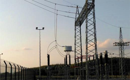 A esta circunstancia hay que añadir que las líneas de distribución eléctrica están caracterizadas por ser uno de los medios más hostiles para la transmisión de información.