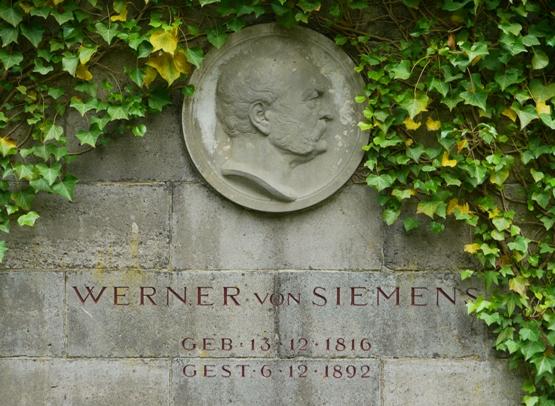 De 1862 a 1866 desarrolló tareas políticas, siendo elegido como representante del Deutsche Fortschrittspartei. En 1879 colaboró en la creación de la Sociedad de Ingeniería (Elektrotechnischer Verein), la cual impulsó la creación de la especialidad de Ingería Eléctrica como carrera Universitaria.