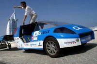 Un taxi solar recorre el mundo contra el calentamiento global.