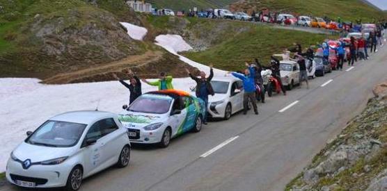 Cada año, Louis Palmer organiza el rallye de vehículos eléctricos más grande del mundo.