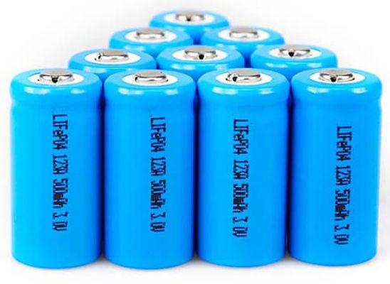 En estas condiciones, han conseguido cargar una batería prototipo en menos de 20 segundos en lugar de los seis minutos que necesitaban en una con un cátodo no tratado, lo que representa una relación de 18 a 1 en cuanto a la velocidad de carga.