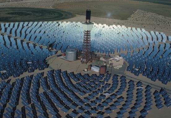 La captación de energía solar, que tiene una densidad relativamente baja, es uno de los mayores retos en el desarrollo de plantas termosolares.
