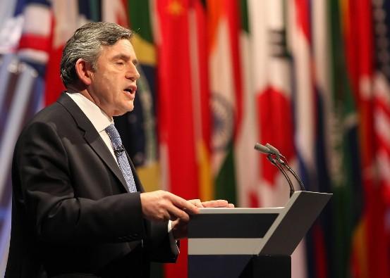 James Gordon Brown (Glasgow, 20 de febrero de 1951) es un político, catedrático y experiodista británico nacido en Escocia, que tras suceder a Anthony (Tony) Blair como líder del Partido Laborista se convirtió en primer ministro de su país cumpliendo un período de 2007 a 2010.