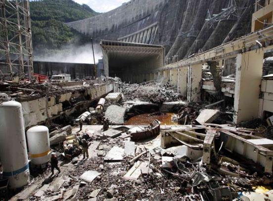 El ministerio de Situaciones de Emergencia informó que hoy concluirá el bombeo del agua que derrumbó las paredes y el techo de la sala de máquinas donde se encontraban la mayoría de operarios en el momento del accidente.