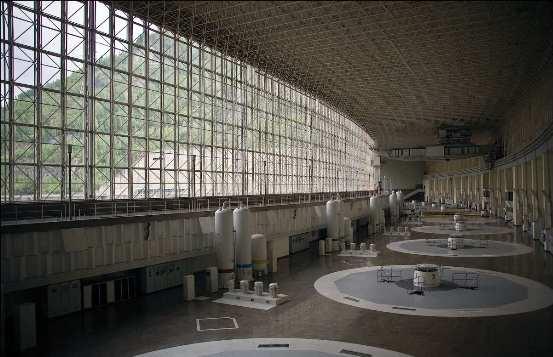 Es la mayor central hidroeléctrica del país y la quinta a nivel mundial en energía producida.