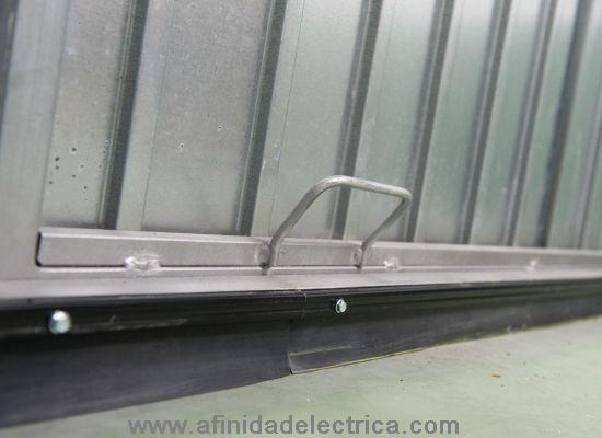 Las ventanas pueden ser selladas con un burlete especial que es introducido entre la ventana y el marco.