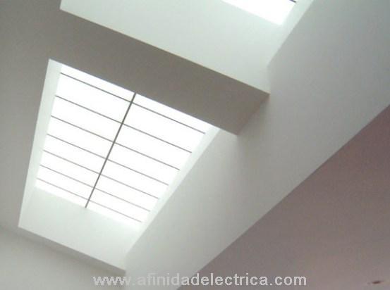 Los tragaluces. Es importante que ellos sean de doble vidrio, sino pueden ser no tan ventajosos en cuanto a eficacia y costes de utilización.