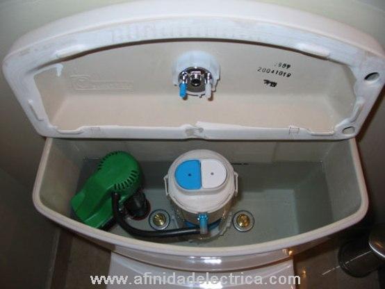 Las descargas de inodoros consumen entre el 30% y el 40% de toda el agua que se utiliza en las casas, por lo que son los consumidores más grandes de agua.