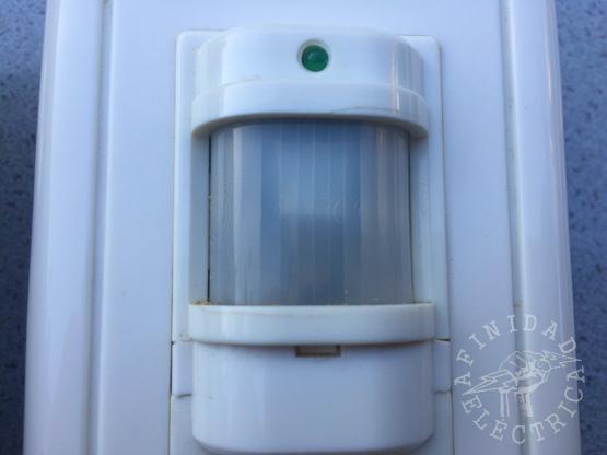 Los detectores PIR (Passive Infrared) o Pasivo Infrarrojo, reaccionan sólo ante determinados estímulos energéticos tales como el calor del cuerpo humano o de animales.