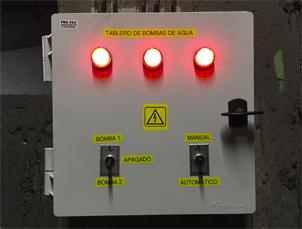 Instalación de un tablero de control de bombas de agua