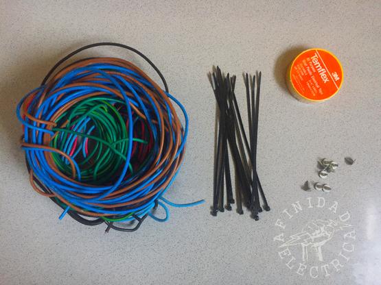 Cable de 1x2,5 mm² marrón, negro, rojo, celeste y verde-amarillo. Cantidad necesaria.