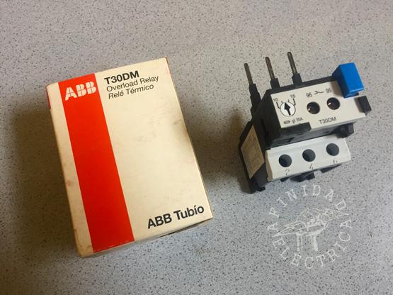 Utilizamos dos relevos térmicos ABB T30DM con un rango de regulación de 10 a 15 Ampere con disparo clase A10.