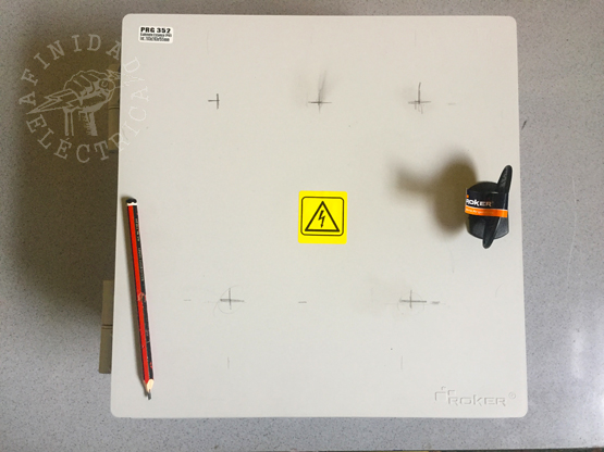 Los interruptores deben estar ubicados de forma que permitan una cómoda maniobra y los indicadores luminosos en el lugar donde mejor visualización permitan.