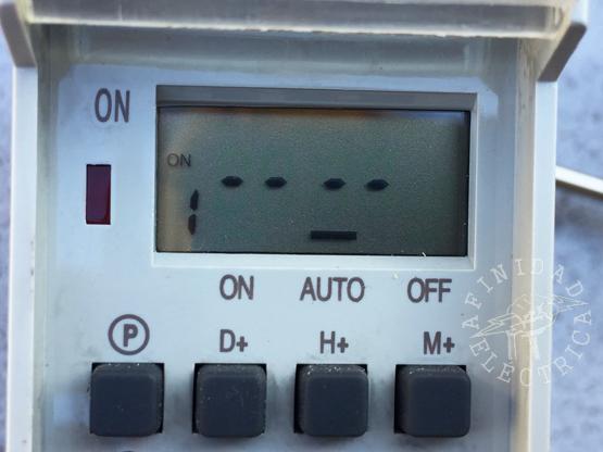 Presionamos una vez la tecla P (programa) para iniciar la carga de encendido ON del programa 1.