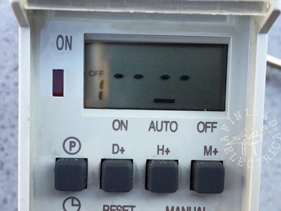 Presionamos una vez la tecla P (programa) para iniciar la carga de apagado OFF del programa 1.
