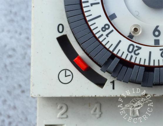 En el ángulo inferior izquierdo del aparato se encuentra un selector de modo de funcionamiento de tres posiciones.