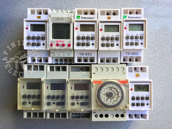 Un reloj temporizador, también llamado interruptor horario o timer programable, es un interruptor que puede estar instalado en un tablero eléctrico o en un enchufe (según el tipo) que permite programar el suministro energético de una línea conectando y desconectando el circuito en función de los horarios programados.
