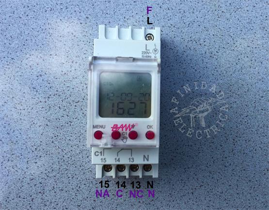 Como muchos de estos dispositivos cuenta con cinco bornes de conexión que se encuentran identificados en la carcasa.
