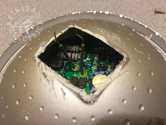 """Por esta """"ventana"""" observamos las dimensiones de la placa de circuito impreso y el volumen de sus componentes."""