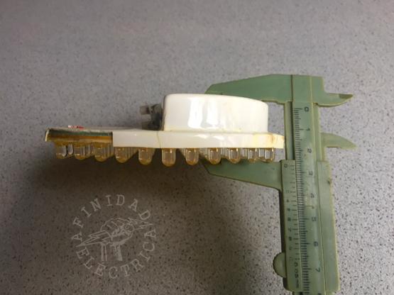 Estas dimensiones nos remiten directamente a la posibilidad de utilizar lámparas tipo ar111.