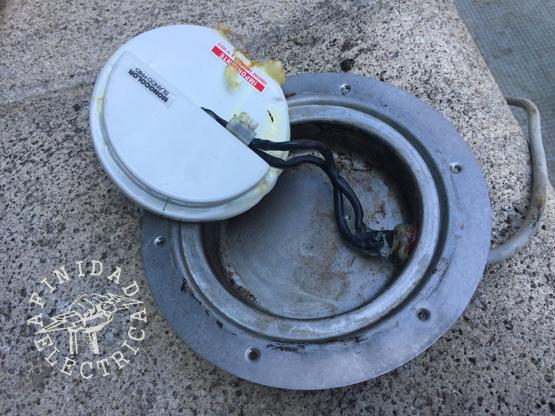 Procedemos al recambio de la placa: Desconectamos la placa original desde la bornera, la retiramos y colocamos la nueva.