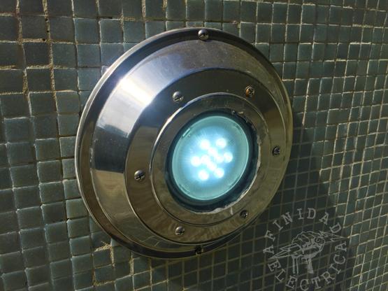 En este artículo describimos las operaciones básicas para realizar la adaptación y el montaje de una lámpara tipo ar111 en una luminaria subacuática de piscina.