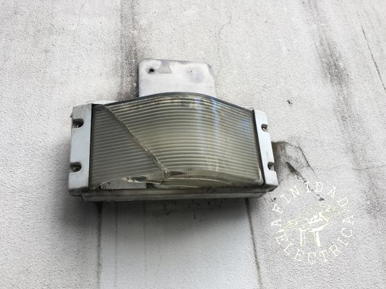 Las luces parpadeantes o destellantes pueden ser un signo de una lámpara defectuosa o floja.