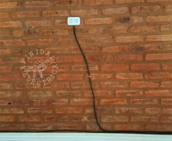 Los interruptores de luz o receptáculos que funcionan de manera intermitente revelan otro peligro eléctrico en el hogar.
