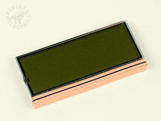 Funciona a través de un método de conducción, donde la tira negra inferior entra en contacto con las almohadillas de la placa base