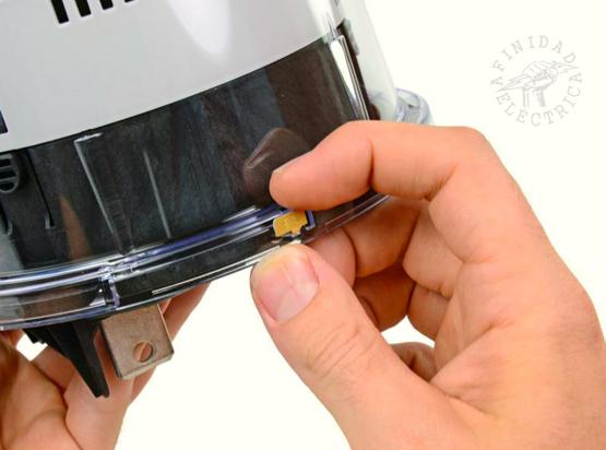 Para  acceder al interior del medidor, se debe romper un sello de seguridad.