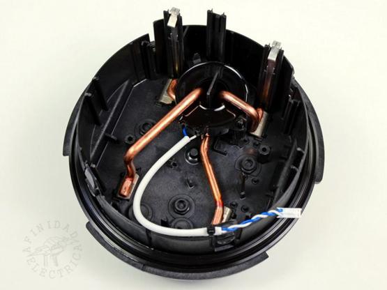 Después de realizar una breve oscilación, las conexiones eléctricas se extraen con una mínima resistencia.